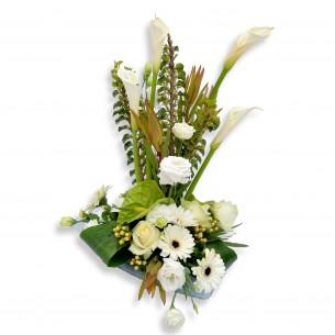 Modern bloemstuk met callas
